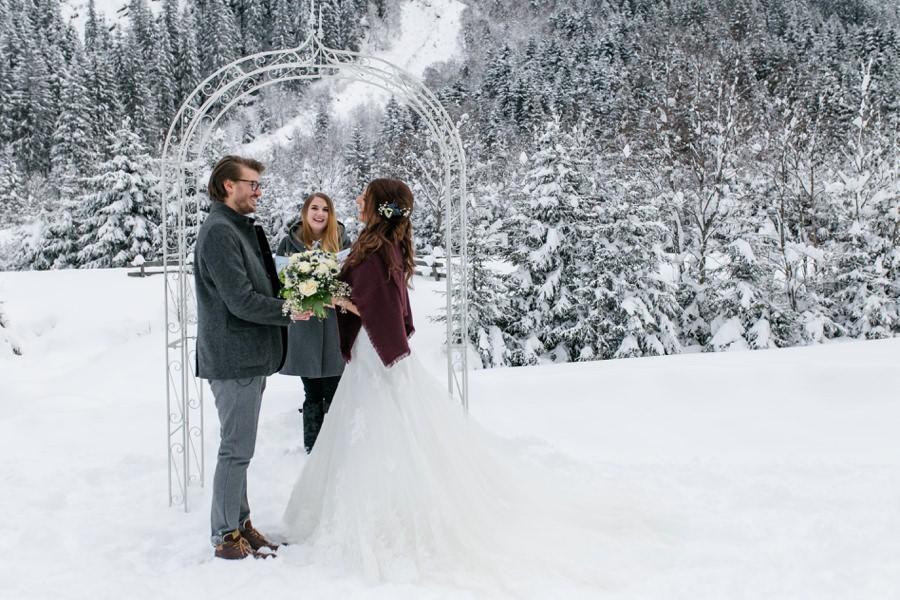 Freie Trauung bei der Winterhochzeit - Hochzeiterei - Stefanie Reindl Photography