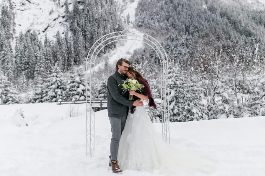 Freie Trauung im Winter - Winterhochzeit fotografiert von Stefanie Reindl Photography