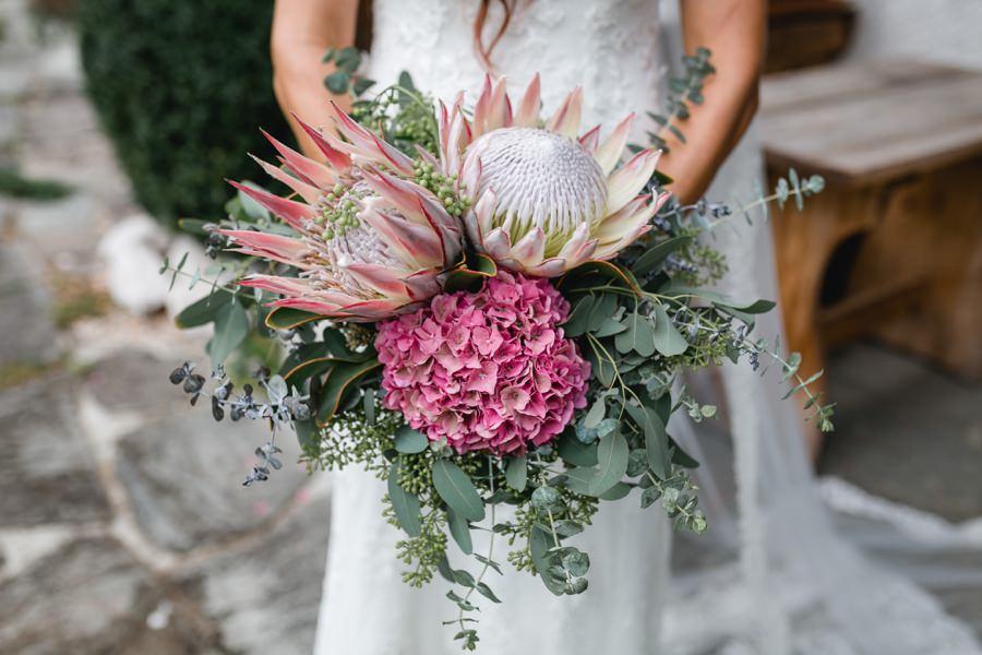 Hochzeit Mondsee: Blumenstrauß von der fantastischen Floristin Lisi Prelog | Foto: Stefanie Reindl Photography