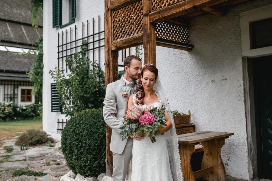 Hochzeit Mondsee: Brautpaarfotos am Kulturgut Höribach | Hochzeitsfotograf Mondsee Stefanie Reindl Photography