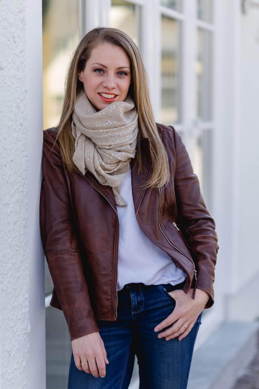 Regina Reisinger von Schneeweißchen und Rosenrot | Farb- und Stilberatung - Foto von Stefanie Reindl Photography