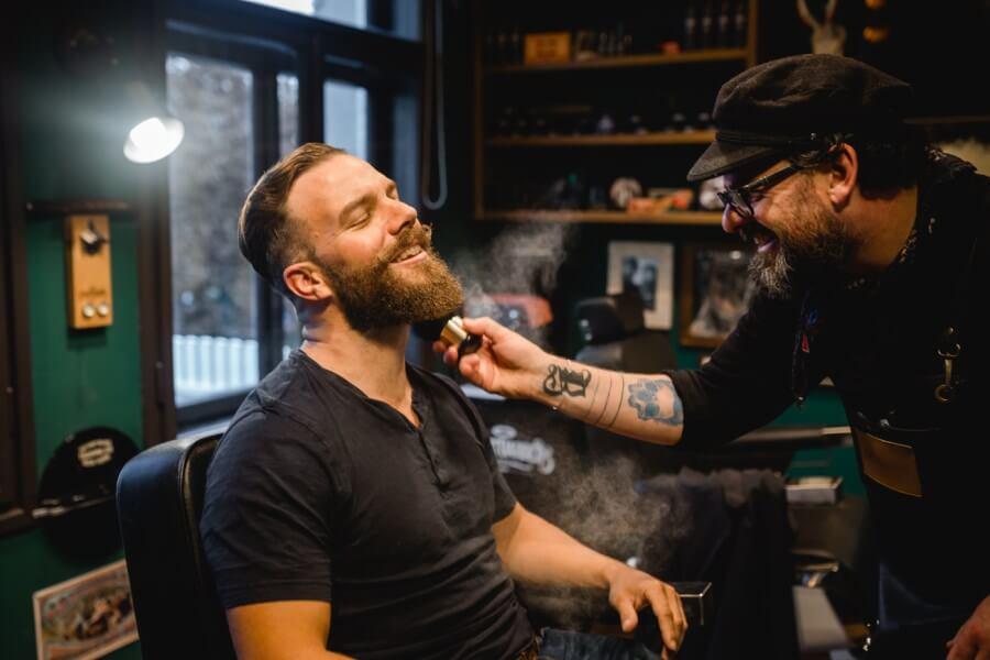 Getting Ready für den Bräutigam Saint Barber Shop Mondsee - Stefanie Reindl Photography
